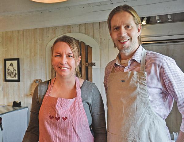 Eva och Tomas Ahlström är glada, vänliga och tar emot sina kunder med en värme som känns uppriktig.