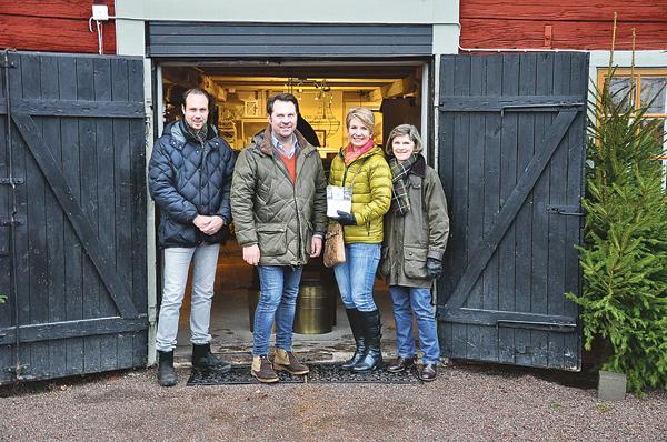 Marcus Adolfsson, Björn Larsson, Karin Lorin och Anna Tillby under träffen på Billa inför julmarknaden. Förra året kom 1600 besökare, varav 500 som fikade. Så en del extra personal kommer förstås att finnas på plats.