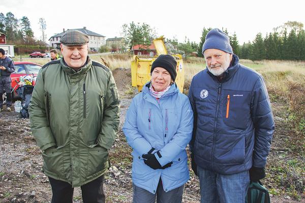 En trio som är hårt engagerad i byalaget. Från vänster Östen Johansson kassör, Anci Carlsson, styrelseledamot, och Bo Hultström, sekreterare.