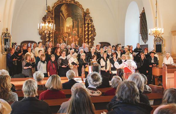 Hundraårsjubileet inleddes med en festmässa på Domssöndagen gemensam för hela Finspångs församling. En stor kör med medlemmar ur flera av församlingens körer sjöng under ledning av Sara Eriksson och Monika Blomberg.