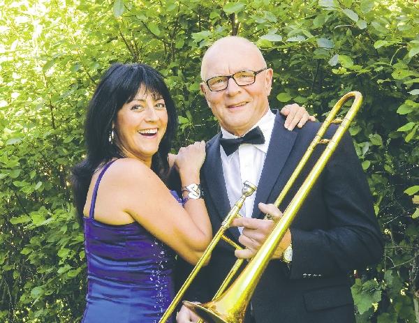 Caroline Eriksson från gruppen Clav och Lasse Dahlstrand spelar ofta tillsammans som duo. Bild: PRIVAT