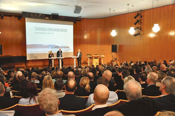 De talade inför den till sista platsen fyllda Wallenbergssalen i Östergötlands museum som inte rymde alla som kommit.