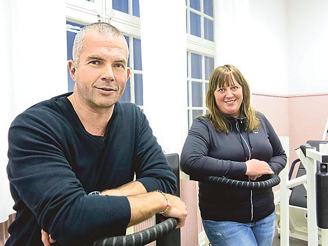 """Erik Mattsson, ursprungligen dalmas från Mora, och Johanna Almlöf gläds åt utmärkelsen Årets företag. """"Jag tycker att motiveringen var riktigt bra"""", säger Erik."""