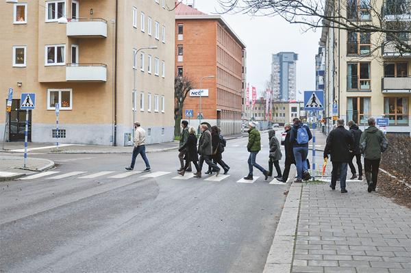 Centerpartiets utbildningsdag inleddes med en vandring genom Övre Vasastaden i Linköping.