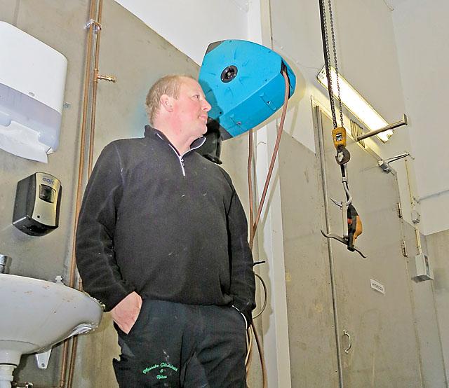 Det är imponerande takhöjd i anläggningen, vilket innebär att luftvolymen blir betydligt större, vilket bidrar till en bättre luftomsättning.