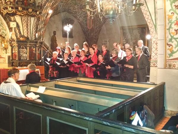 Torpa kyrkokör bjöd på härlig julstämning i en välfylld kyrka.