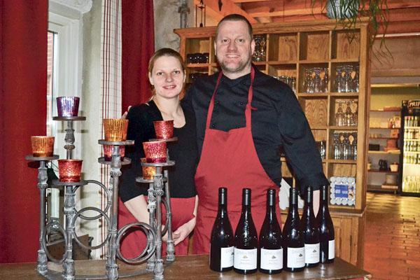 Agnes och Ceith Landin jobbar hårt för att gäster ska känna sig välkomna till deras gästgiveri.