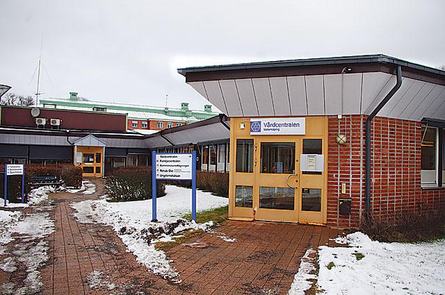 Den 3 februari tog regionstyrelsen beslutet att den 15 april lägga ner den offentliga vårdcentralen i Söderköping.