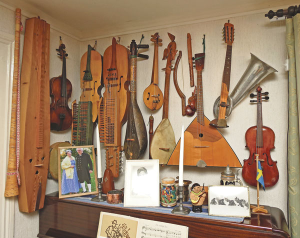 En fantastisk musikvägg hemma hos Per Rosenqvist.