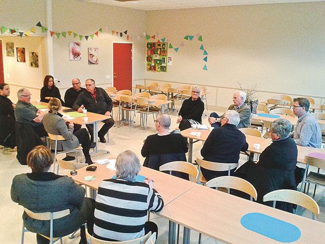 Engagerade Grebobor fick en pratstund med kommunens politiker.