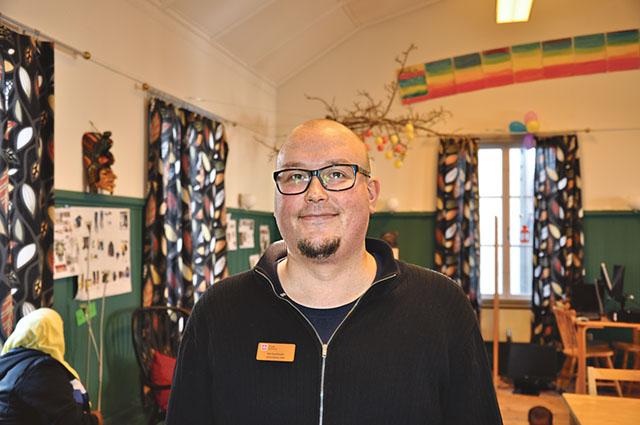 Flykting- och integrationssamordnaren Kai Suurhasko på Kulturkaféet i det gamla tingshuset