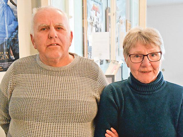 Paret Rolf och Ylva Andersson arbetar ideellt med att stötta biografen genom att serva den och publiken.