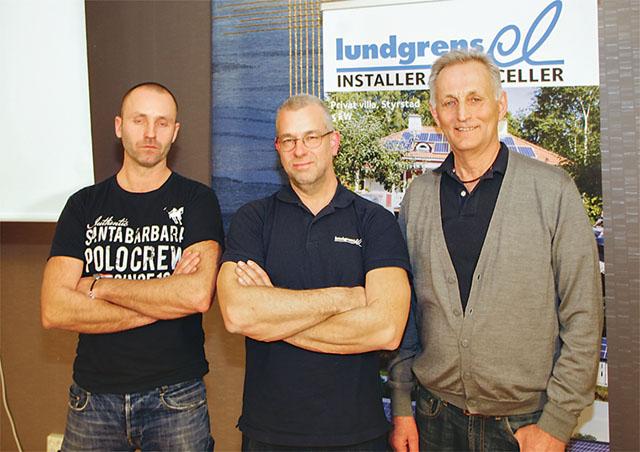 Tre medarbetare som jobbar med solenergi. Fr.vänster: Magnus Hagman och Mattias Andersson, Lundgrens El, samt konsult Arne Andersson.
