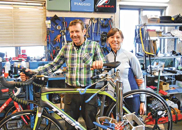 Makarna Leif och Britt-Marie Axelsson har ett genuint intresse för både cykling och längdskidåkning.