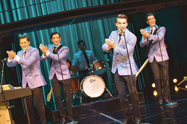 Storyn om Jersey Boys bygger på den vokala gruppen The Four Seasons fantastiska resa under främst 60-70-talet.