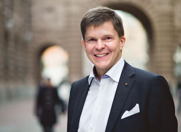 Andreas Norlén (M) är en av dem som ställer sig skeptisk till Indelningskommitténs förslag om sex storregioner i Sverige.