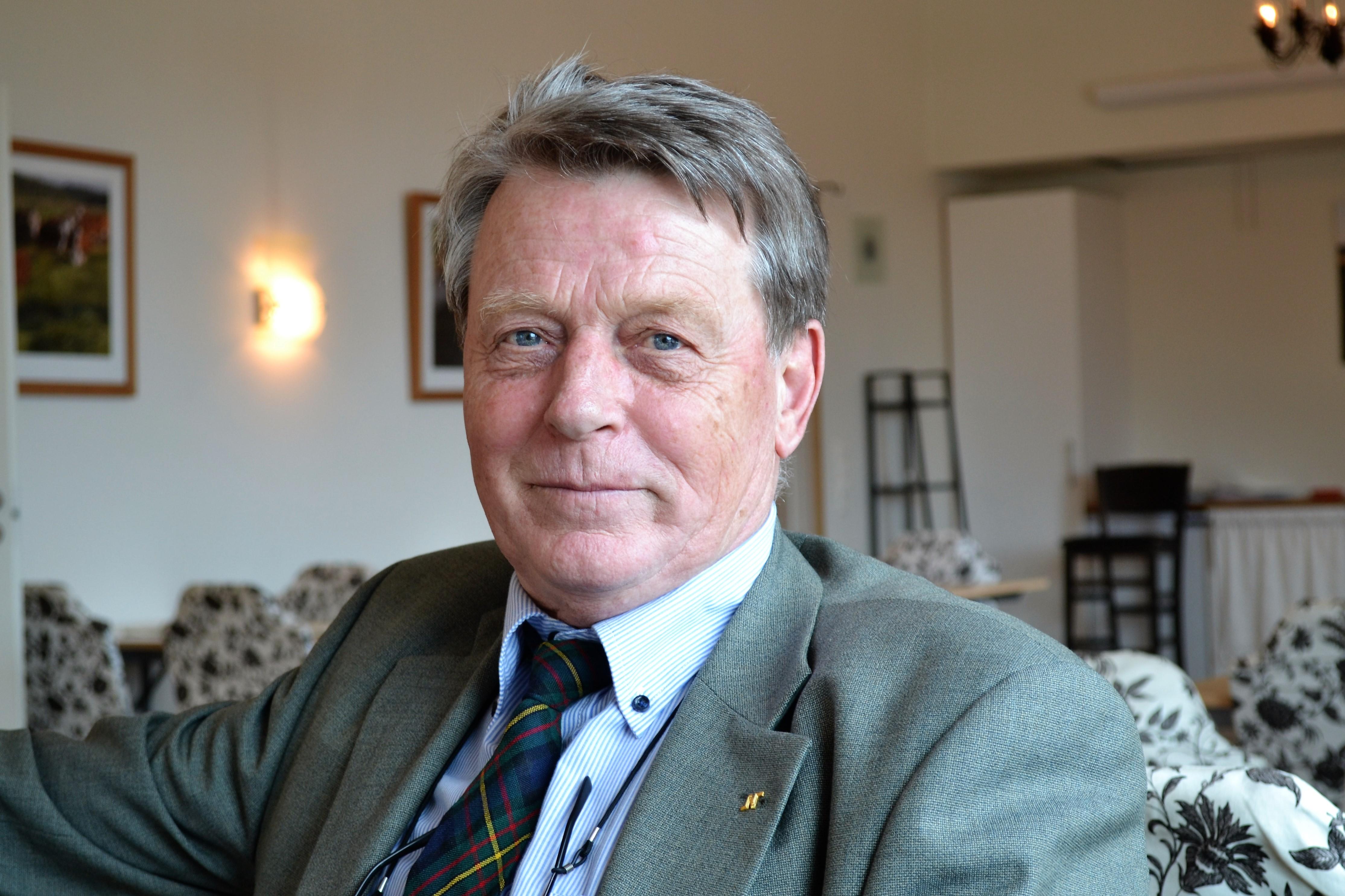 Ett begravningsombud ska granska hur huvudmannen tar tillvara på de personers intresse som inte tillhör Svenska kyrkan. Ebbe Ericsson arbetar med detta i Finspång och Norrköping.