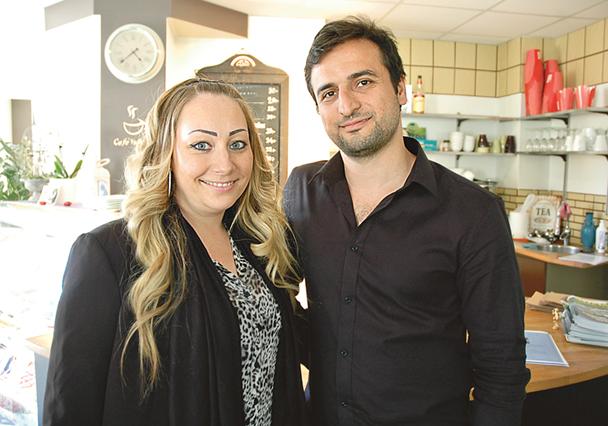 Malin Hultman och Mohammad Kafashi har stora planer för det före detta bokhandelshuset i Kisa.