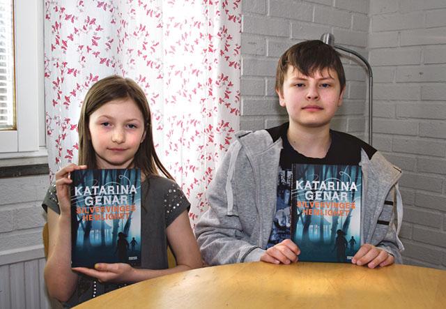 Clara Widfeldt, klass 3, och Mattis Brunius, klass 5, i Östra Ryds skola hade fru Fortuna med sig vid dragningen i skrivartävlingen på Stinsen den 16 april.