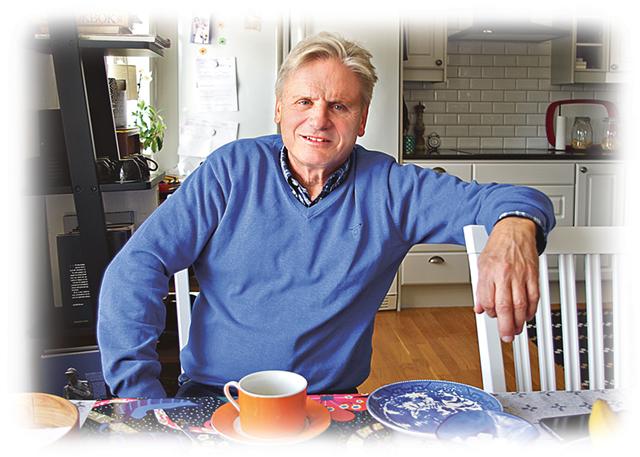 Sedan december 2014 bor förre rikspolischefen Bengt Svensson med sin sambo Elisabeth Hallqvist vid Sanden i S:t Anna.