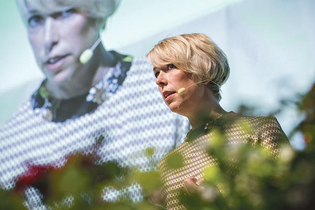 LRF:s förbundsordförande Helena Jonsson inledde 2016 års riksförbundsstämma. Hon har varit ordförande sedan 2011 och omvaldes återigen på stämman. Bild: JOHANNA NORIN