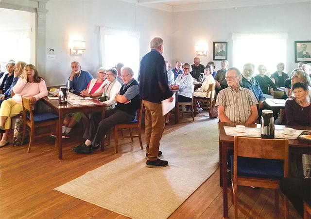 Ydre pastorat erbjuder de boende i Torpa gamla församling att överta församlingshemmet som annars kommer att bjudas ut till försäljning på öppna marknaden. Intresset vid ett informationsmöte var som synes stort.