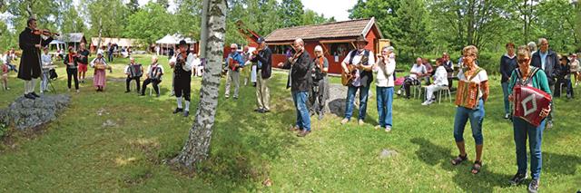 Allspelet inleder alltid spelstämman där alla som vill får vara med. Självklart var det Lindeskogs gånglåt man började med. Ledde allspelet gjorde som vanligt Claes Lindh.