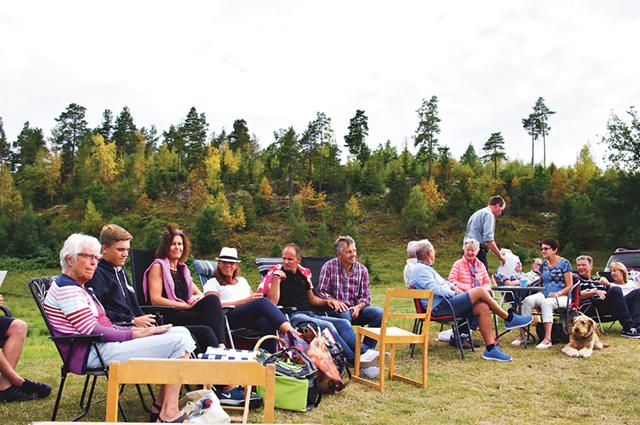 Ett 70-tal besökare hade hittat till Frugelöt i den sköna sommarkvällen.