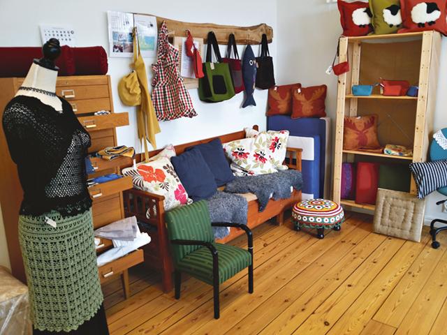 Många vackra textilier av Karin Samuelsson.