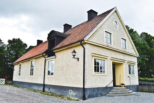Församlingshuset ägs och sköts av Stiftelsen Skedevi församlingshus.