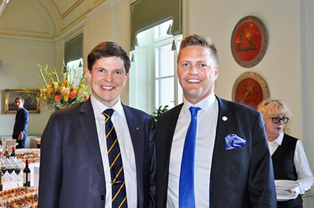 Östgötske Andreas Norlén (M), ordförande i konstitionsutskottet, tillsammans med värmländske partikollegan Christian Holm Barenfeld (M).