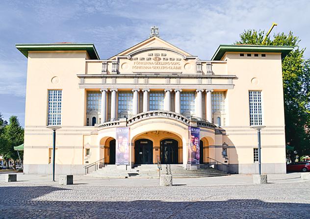 Stora teatern är en vacker byggnad i jugendstil.