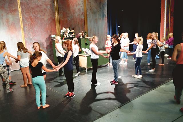 Redan i våras har ensemblen satsat tio helger för repetitioner inför hösten.
