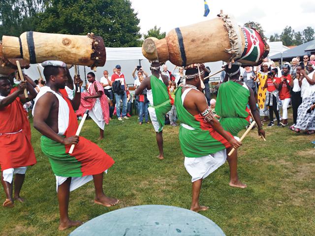 Det svängde ordentligt när Burundian Drummers hade sin trum- och dansuppvisning