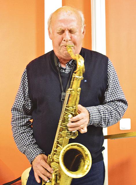 Nisse Sandström avslutade kvällen med ett härligt solo på sin tenorsaxofon, till ett inspelat komp, i melodin All of me.