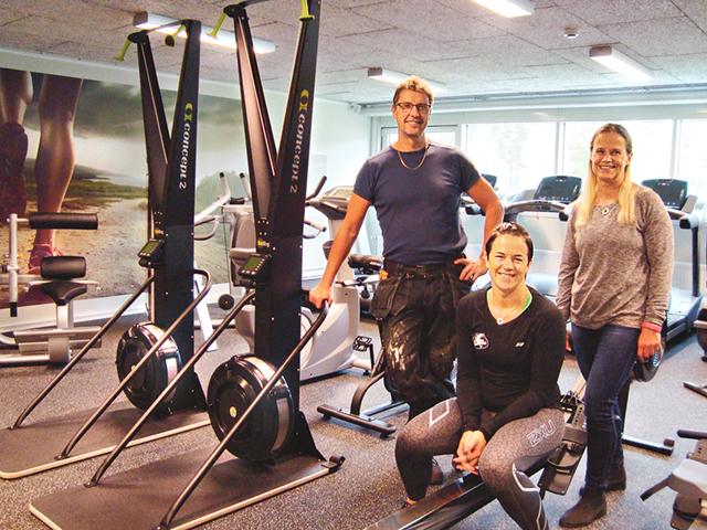 Peder Sterner, Oliva Ågren och Ingela Fridlund är glada och stolta över det nya proffsiga gymmet.