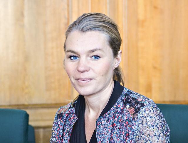Sophia Jarl menar att Moderaterna i Norrköping är beredda att se över olika lösningar för att höja lärarnas löner.
