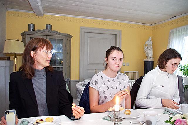 Den här trion hade nära till Thorstorps gård, Barbro Alvebo Littorin med döttrarna Andrea och Ellinor.