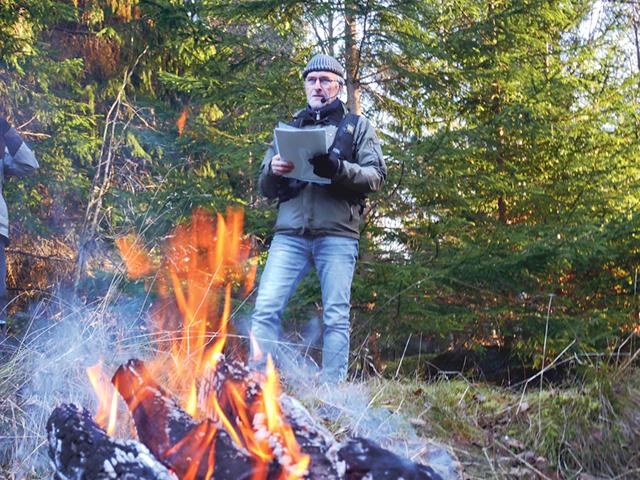 """Jörgen Auer var först ut bland säsongens berättare. Han """"kom ut"""" som poet."""